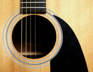 Come mixare la chitarra acustica per ottenere un effetto stereo naturale